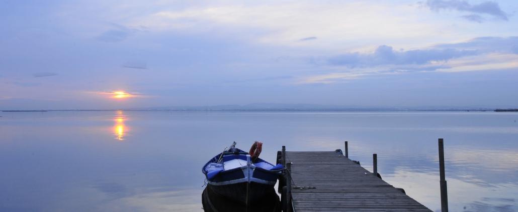 paella-y-paseo-en-barca-en-el-palmar- ver la puesta de sol en la Albufera de Valencia